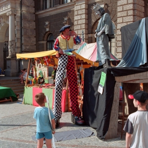 Клоун и живая статуя