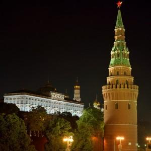 Водовзводная (Свиблова) башня и Государственный Кремлёвский дворец.